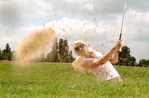 ゴルフをする