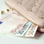 長財布でお金を引き寄せる
